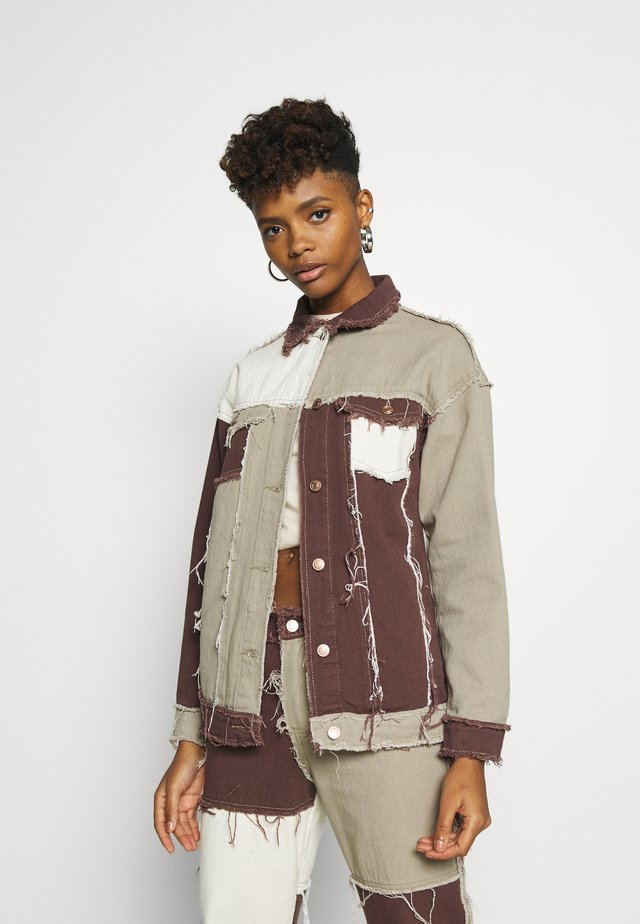 PATCHWORK SQUARE NECK JACKET WITH FRAYED SEAMS - Denim jacket - brown