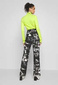 Jaded London - SLOUCHY JEAN WITH STUDDING - Džíny Relaxed Fit - punk rock photograph print - 2