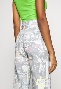 Jaded London - PRINTED SLOUCHY - Džíny Relaxed Fit - multi-coloured - 3