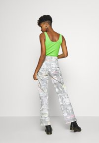 Jaded London - PRINTED SLOUCHY - Džíny Relaxed Fit - multi-coloured - 2