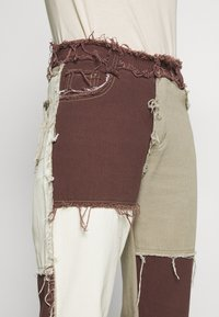 Jaded London - PATCHWORK  BOYFRIEND FIT WITH FRAYED SEAMS - Jeans baggy - brown - 6