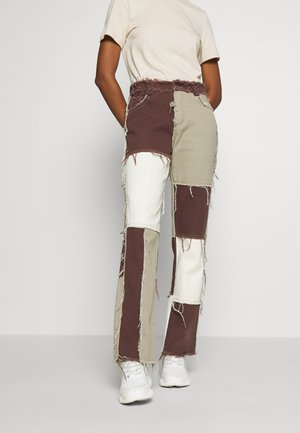 PATCHWORK  BOYFRIEND FIT WITH FRAYED SEAMS - Jeans relaxed fit - brown