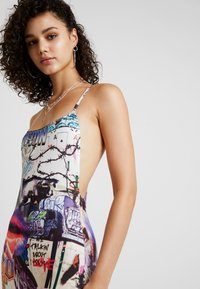 Jaded London - SQUARE NECK CATSUIT - Jumpsuit - lips collage print - 4