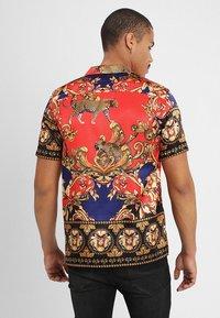 Jaded London - LEOPARD BAROQUE REVERE - Skjorte - red/blue - 2