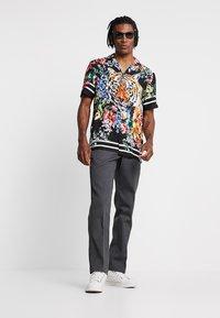 Jaded London - TIGER FLORAL REVERE  - Camisa - black - 1