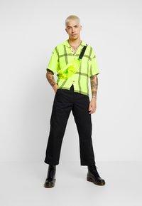 Jaded London - SHORT SLEEVE CHECK SHIRT - Koszula - neon yellow - 1