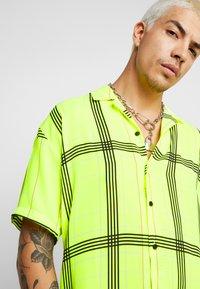 Jaded London - SHORT SLEEVE CHECK SHIRT - Koszula - neon yellow - 4