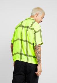 Jaded London - SHORT SLEEVE CHECK SHIRT - Koszula - neon yellow - 2