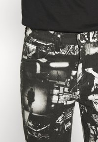 Jaded London - PUNK ROCK PHOTOGRAPH SKATE - Jeans baggy - black - 5