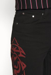 Jaded London - TRIBAL SCREEN PRINT SKATE - Jeans Relaxed Fit - black - 3