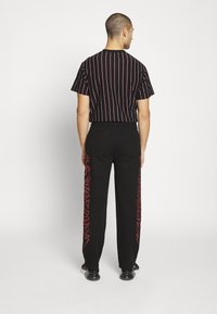 Jaded London - TRIBAL SCREEN PRINT SKATE - Jeans Relaxed Fit - black - 2