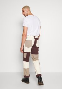 Jaded London - PATCHWORK DETAIL SKATE - Jeans relaxed fit - brown - 2