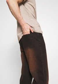 Jaded London - SAND BLAST EFFECT SKATE  - Jeans relaxed fit - black - 5