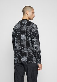 Jaded London - CUT AND SEW SKULL FLAME TOP - Maglietta a manica lunga - black - 2