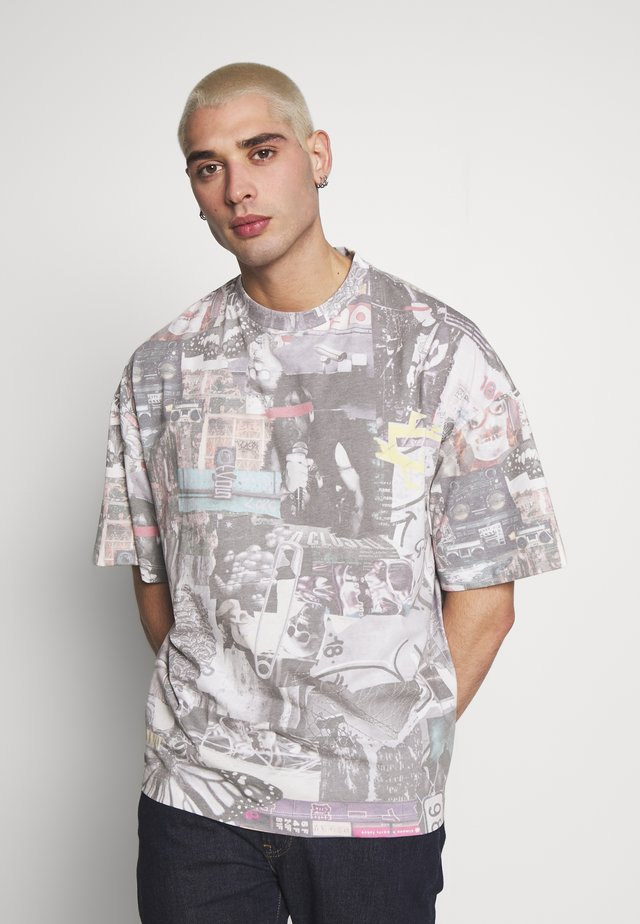 WASHED COLLAGE OVERSIZED - T-shirts print - multicoloured