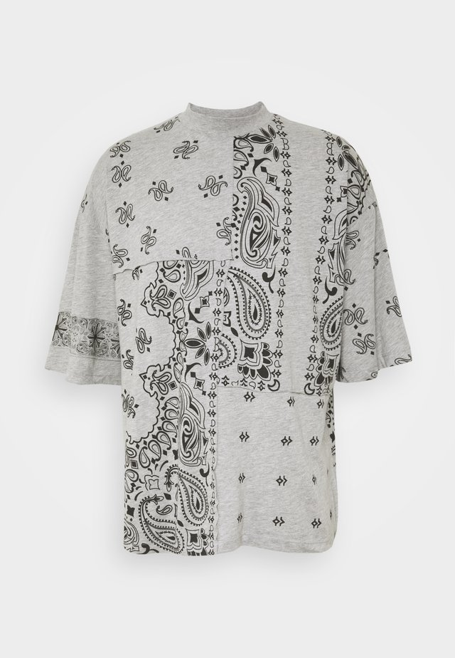CUT AND SEW PAISLEY TEE - T-shirt z nadrukiem - grey