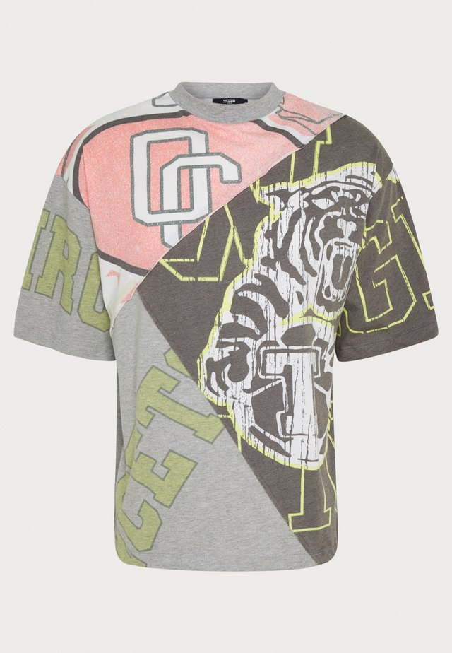 VARSITY CUT & SEW PANNELED TEE - T-shirts med print - grey