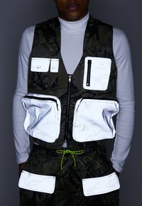 Jaded London - UTILITY CAMO POCKET VEST - Vest - green - 4
