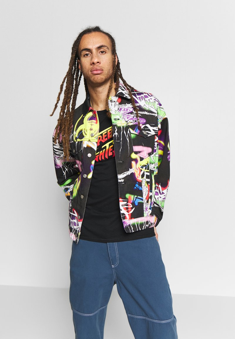 Jaded London - BLACK AIRBRUSH GRAFFITI JACKET - Chaqueta vaquera - black