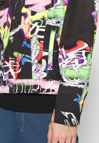 Jaded London - BLACK AIRBRUSH GRAFFITI JACKET - Chaqueta vaquera - black - 4