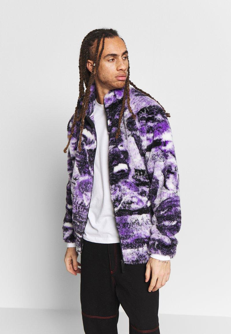 Jaded London - PYSCHEDLIC COLLAGE BORG JACKET - Lehká bunda - purple