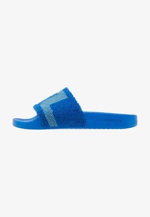 ROBBIN - Matalakantaiset pistokkaat - blue