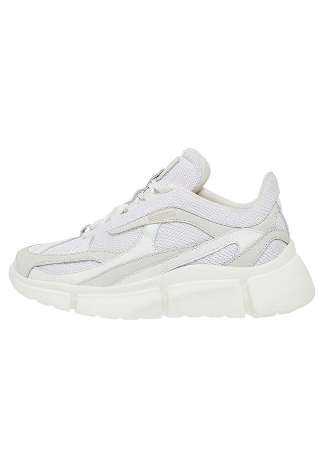 SNEAKER SANDIE RUNNER - Sneakers laag - white