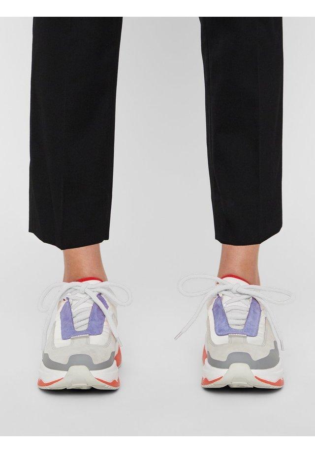 SNEAKER TWIGGY RUNNER - Sneakers laag - stone grey