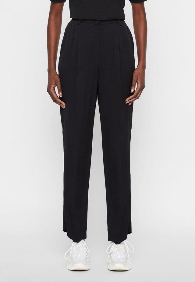 HOSE KAIA - Spodnie materiałowe - black