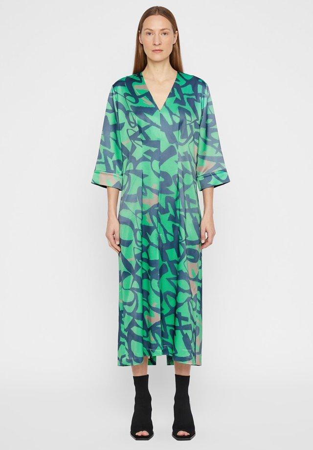 SIENNA - Korte jurk - wasabi / navy print