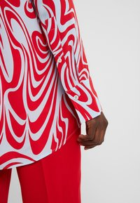 J.LINDEBERG - EDDIE - Button-down blouse - red swirl - 3