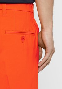 J.LINDEBERG - ELOY - Sports shorts - tomato red - 5
