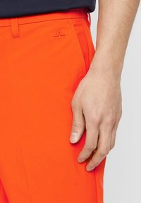 J.LINDEBERG - ELOY - Sports shorts - tomato red - 4