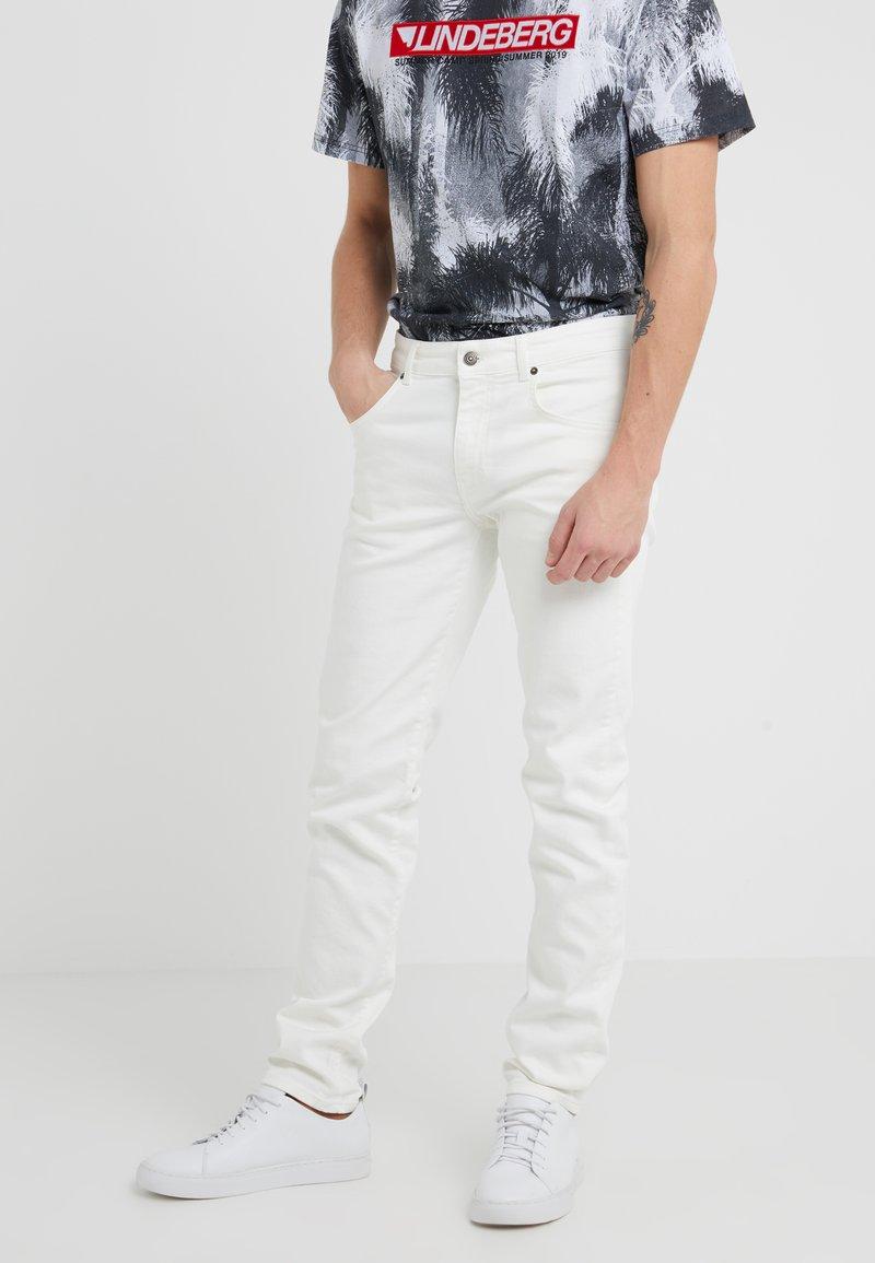 J.LINDEBERG - JAY SOLID STRETCH - Slim fit jeans - cloud dancer