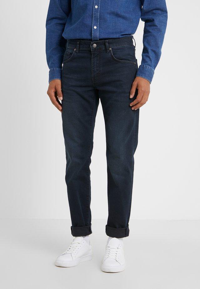 JAY ADDER - Slim fit jeans - blue/black