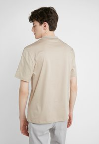 J.LINDEBERG - ACE SMOOTH - T-shirt basique - oxford tan - 2