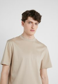 J.LINDEBERG - ACE SMOOTH - T-shirt basique - oxford tan - 3