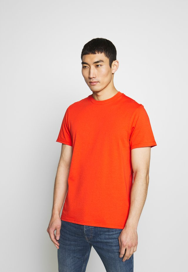 SILO SUPIMA - Basic T-shirt - fried tomato