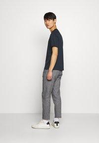 J.LINDEBERG - ACE SMOOTH - Basic T-shirt - navy - 2