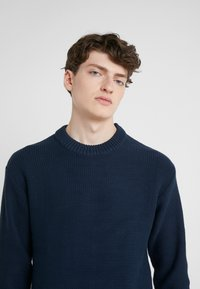J.LINDEBERG - CASWELL TAPE - Pullover - navy - 3