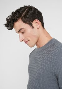 J.LINDEBERG - ARTHUR MINI STRUCTURE - Pullover - dark grey - 4