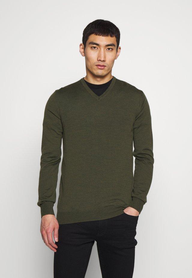 Strikkegenser - covert green
