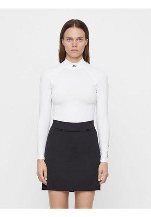 SOFT COMPRESSION - Långärmad tröja - white