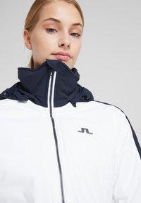 J.LINDEBERG - LOA - Lyžařská bunda - white - 4