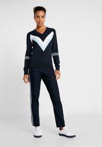 J.LINDEBERG - Stickad tröja - navy - 1