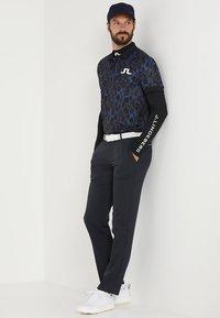 J.LINDEBERG - AELLO SOFT COMPRESSION - Langærmede T-shirts - black - 1