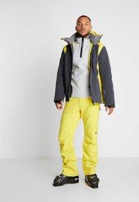 J.LINDEBERG - DOUGLAS DERMIZAX EV - Lyžařská bunda - banging yellow - 1