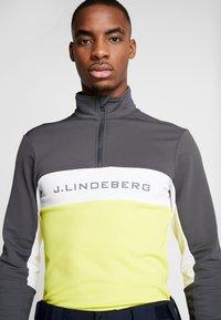 J.LINDEBERG - KIMBALL STRIPED JACKET - Fleece trui - asphalt black - 3