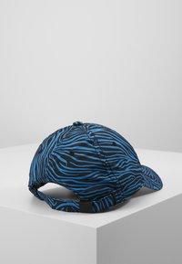 J.LINDEBERG - ANGUS PRINT TECH STRETCH - Kšiltovka - blue - 3