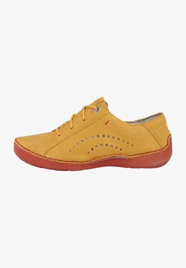 FERGEY  - Chaussures à lacets - saffron